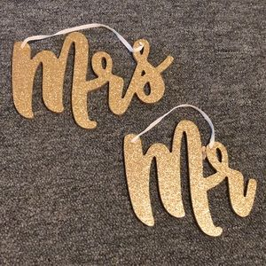 Mr & Mrs hanging sign
